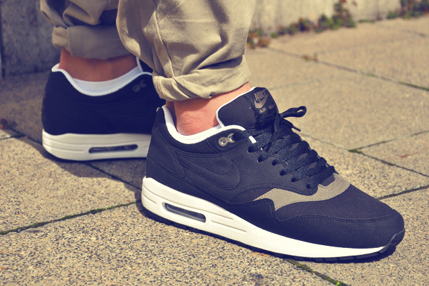 nike-air-max-1-black-smoke-1