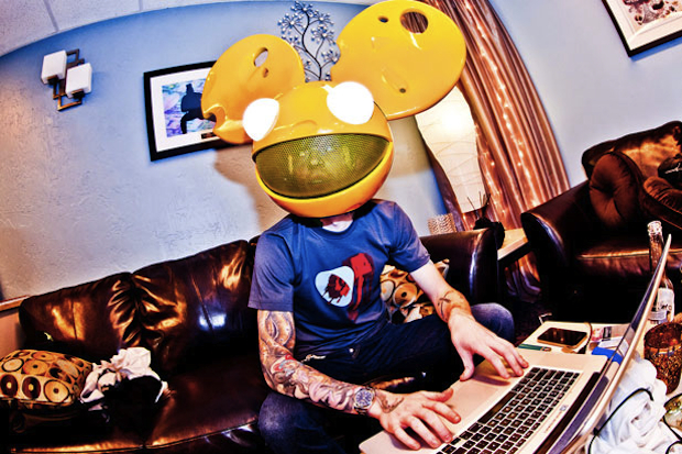 deadmau5-There-Might-Be-Coffee-00