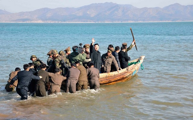 kim-jong-un-boat_2506851k