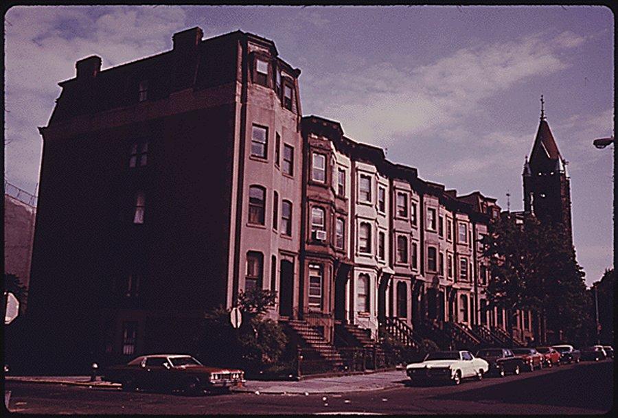 block-of-brownstone-residences-in-park-slope-brooklyn