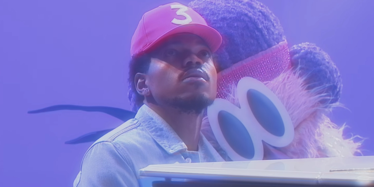 Chance The Rapper, piano et marionnette dans le clip de 'Same Drugs'